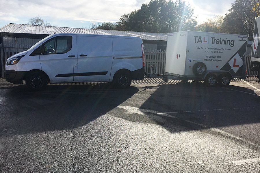 B+E-Training-towing-a-caravan-or-trailer